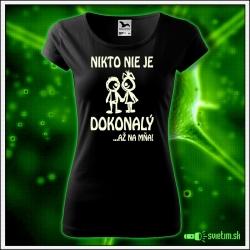 dámske vtipné tričko so svietiacou potlačou Nikto nie je dokonalý až na mňa!, humorný darček pre ženy