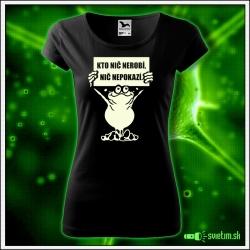 dámske vtipné tričko so svietiacou potlačou Kto nič nerobí, nič nepokazí, humorný darček pre ženy